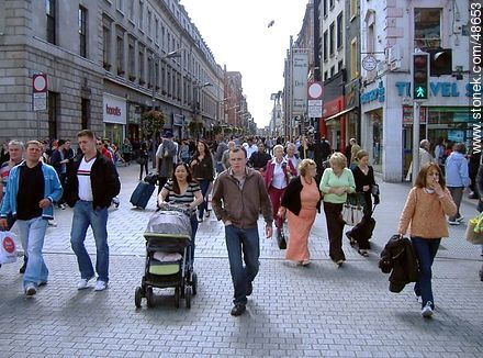 Pedestrians on a pedestrian street downtown Dublin - Photos of Dublin - Ireland - BRITISH ISLANDS. Image #48653
