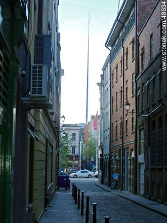Spire of Dublin from an alley - Photos of Dublin - Ireland - BRITISH ISLANDS. Image #48634