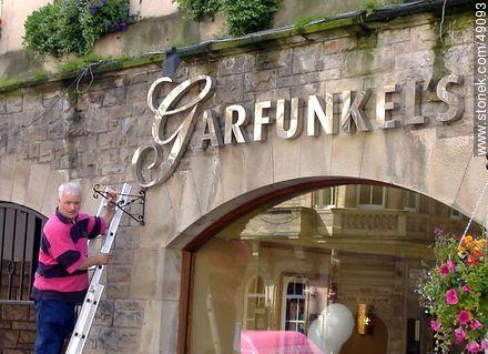 Placing support for flowerpots in Garfunkel's Restaurant in High Street at Royal Mile - Photos of Edinburgh - Scotland - BRITISH ISLANDS. Image #49093