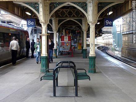 Edinburgh Waverley Railway Station.  - Photos of Edinburgh - Scotland - BRITISH ISLANDS. Image #49063