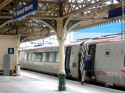 Edinburgh Waverley Train Station.  Rise on the bandwagon. - Photos of Edinburgh - Scotland - BRITISH ISLANDS. Image #49061