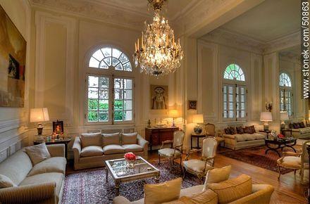 Residencia del embajador de brasil en uruguay palacio for Sala de estar palacio