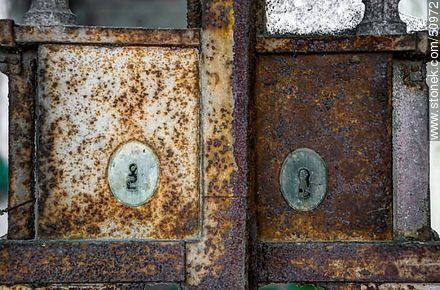 Locks with holes as numbers - Photos during the Heritage Day 2009 and 2011 - Department and city of Montevideo - URUGUAY. Image #50972