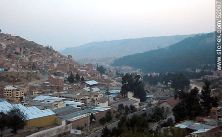 View of La Paz from El Alto  - Photos of the City  of La Paz - Bolivia - Others in SOUTH AMERICA. Image #52007