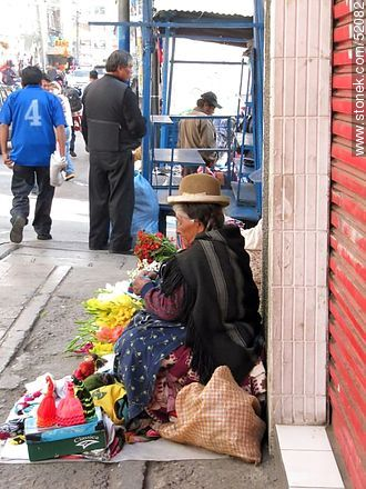 Bolivian street vending elderly - Photos of the City  of La Paz - Bolivia - Others in SOUTH AMERICA. Image #52082