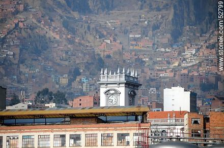 Turret clock with the background of the mountains of La Paz - Photos of the City  of La Paz - Bolivia - Others in SOUTH AMERICA. Image #52799