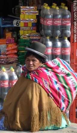 Bolivian chola in a warehouse in El Alto - Photos of El Alto - Department of La Paz, Others in SOUTH AMERICA. Image #52783