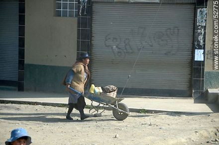 Lady with a wheelbarrow. Women in hard work. - Photos of El Alto - Department of La Paz, Others in SOUTH AMERICA. Image #52775
