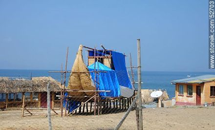 Construction of a totora boat - Photos on Lake Titicaca in Bolivia - Bolivia - Others in SOUTH AMERICA. Image #52703