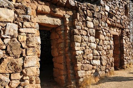 Pilkokaina Palace. Trapezoidal openings. Altitude: 3851m - Photos on Lake Titicaca in Bolivia - Bolivia - Others in SOUTH AMERICA. Image #52407