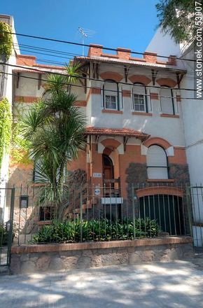 Two-storey house on Ramón Masini St. - Photos of old houses of Pocitos - Department and city of Montevideo - URUGUAY. Image #53907