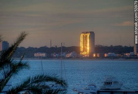 Reflection of the setting sun in the Torre Jardin - Photos of the open sea, URUGUAY. Image #53979