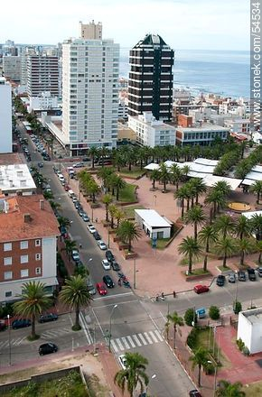 Artigas Square. Artisan shops. Torres Liberator and Amalfi. Antel Offices. - Photos of Peninsula de Punta del Este - Punta del Este and its near resorts - URUGUAY. Image #54534