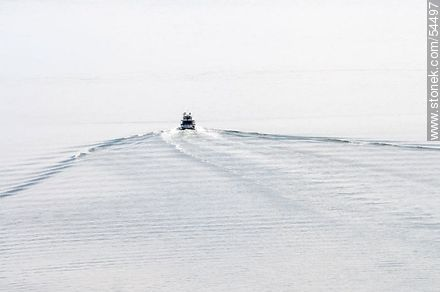 Wake of a barge on the Río de la Plata - Photos of the open sea, URUGUAY. Image #54497