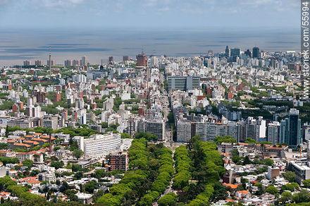 Av. Luis Morquio, Obelisco a los Constituyentes, Av. 18 de Julio, barrios Cordón, Centro, Palermo Barrio Sur and Ciudad Vieja - Photos of Cordon quarter - Department and city of Montevideo - URUGUAY. Image #55994
