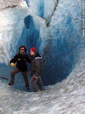 Tourists in Viedma Glacier - Photos of the lake and glaciar Viedma - ARGENTINA. Image #56599