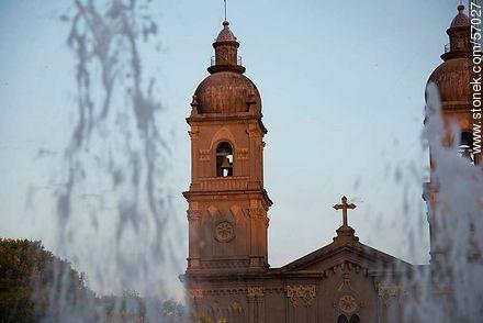 Plaza de los 33 Orientales. Church Nuestra Señora del Carmen. - Photos of Salto - Department of Salto - URUGUAY. Image #57027