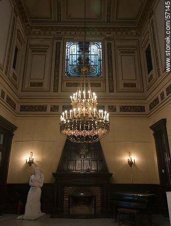 Museo de Artes Decorativas. Lamp in the central hall. - Photos of Salto - Department of Salto - URUGUAY. Image #57145