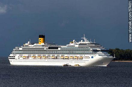 Cruise Costa Fascinosa front of Isla Gorriti  - Photos of the open sea - Punta del Este and its near resorts - URUGUAY. Image #57401
