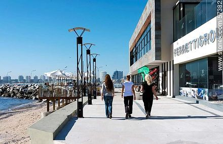 Walk near the port built in 2012. Tourists walking - Photographs of the port of Punta del Este, URUGUAY. Image #57382