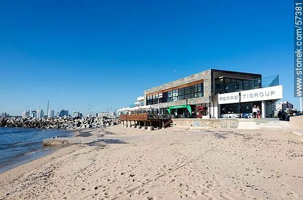 Walk near the port built in 2012 - Photographs of the port of Punta del Este, URUGUAY. Image #57381