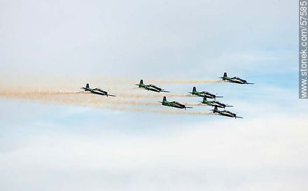 Aerobatics flight formation of the Brazilian Fumaça Escuadrilha Squadron with Embraer EMB 312 Tucano airplanes - Photos of the air show in Punta Carretas for the 100 years of the Uruguayan Air Force - Department and city of Montevideo - URUGUAY. Image #57585