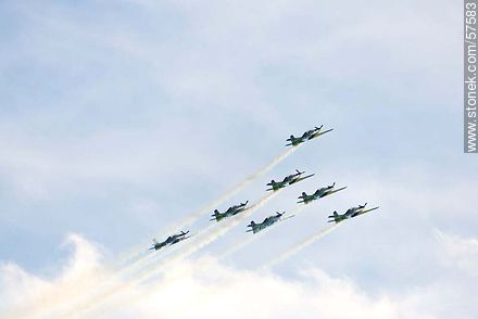 Aerobatics flight formation of the Brazilian Fumaça Escuadrilha Squadron with Embraer EMB 312 Tucano airplanes - Photos of the air show in Punta Carretas for the 100 years of the Uruguayan Air Force - Department and city of Montevideo - URUGUAY. Image #57583