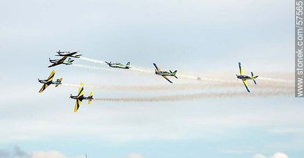 Aerobatics flight formation of the Brazilian Fumaça Escuadrilha Squadron with Embraer EMB 312 Tucano airplanes - Photos of the air show in Punta Carretas for the 100 years of the Uruguayan Air Force - Department and city of Montevideo - URUGUAY. Image #57565