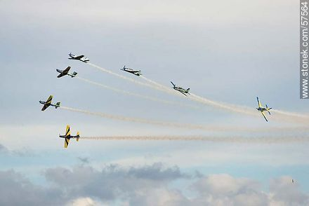 Aerobatics flight formation of the Brazilian Fumaça Escuadrilha Squadron with Embraer EMB 312 Tucano airplanes - Photos of the air show in Punta Carretas for the 100 years of the Uruguayan Air Force - Department and city of Montevideo - URUGUAY. Image #57564