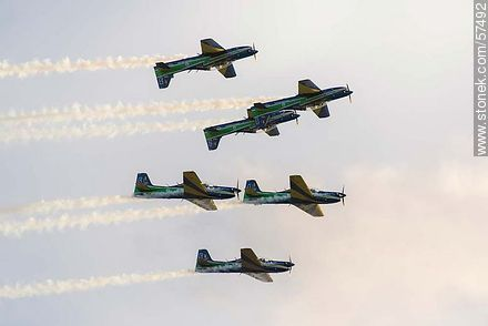 Aerobatics flight formation of the Brazilian Fumaça Escuadrilha Squadron with Embraer EMB 312 Tucano airplanes - Photos of the air show in Punta Carretas for the 100 years of the Uruguayan Air Force - Department and city of Montevideo - URUGUAY. Image #57492