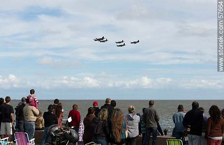 Formation of Pilatus PC-7 of the Uruguayan Air Force and Tucanos of the Paraguayan Air Force - Photos of the air show in Punta Carretas for the 100 years of the Uruguayan Air Force - Department and city of Montevideo - URUGUAY. Image #57664