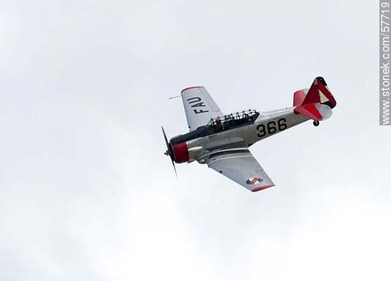 Refurbished T-6 aircraft for advanced training - Photos of the air show in Punta Carretas for the 100 years of the Uruguayan Air Force - Department and city of Montevideo - URUGUAY. Image #57719