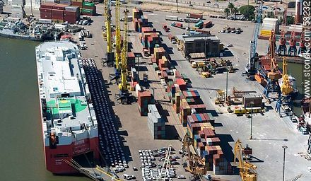 Aerial view of cargo ship Taipan Nassau with its cargo in port. - Photos of the Port area - Department and city of Montevideo - URUGUAY. Image #58232