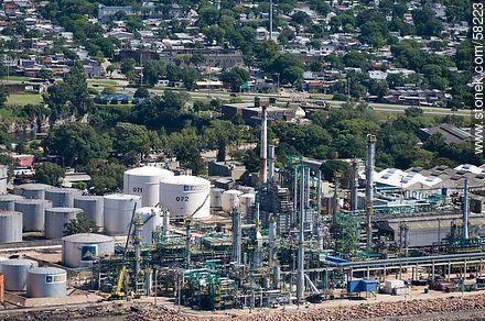 Aerial view of the ANCAP plant in La Teja - Photos of Capurro - Department and city of Montevideo - URUGUAY. Image #58223