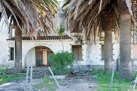 Abandoned house in the access road to the Aeroclub de Rocha - Photos of views of State of Rocha - Atlantic coast., URUGUAY. Image #58734