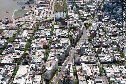 Aerial view of the Avenida del Libertador. streets Río Negro, Julio Herrera y Obes, Rio Branco, Rondeau, Paraguay. Banco de Seguros, ANCAP - Photos of downtown - Department and city of Montevideo - URUGUAY. Image #59096