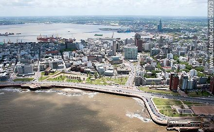 Aerial view of the Plaza España on the promenade Great Britain - Photos of downtown - Department and city of Montevideo - URUGUAY. Image #59073