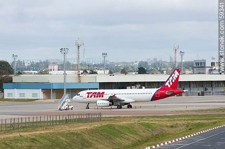TAM airplane - Photos of the International Airport of Carrasco - Km 20, Route 101, URUGUAY. Image #59341