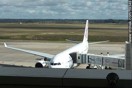 Air Europa airplane - Photos of the International Airport of Carrasco - Km 20, Route 101, URUGUAY. Image #59348