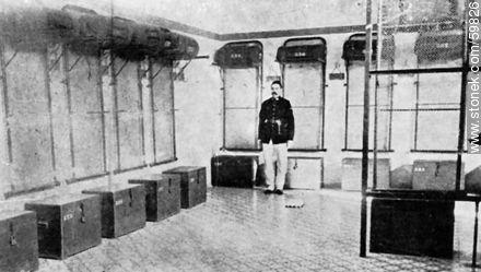 Policía de la Capital. Interior de una Comisaría Seccional. 1909 - Photos of Old Montevideo (2) - Department and city of Montevideo - URUGUAY. Image #59826