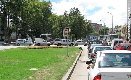 Cars bottleneck on Avenida Italia - Extra photos of Montevideo. - Department and city of Montevideo - URUGUAY. Image #60189