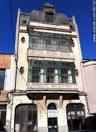 Second Church of Christ Scientist in Cerro Largo and Cuareim streets - Photos of downtown - Department and city of Montevideo - URUGUAY. Image #60152