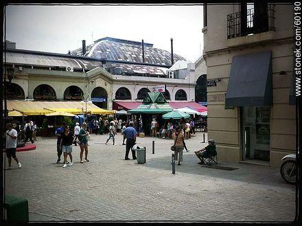 Pedestrian streets Piedras and Pérez Castellanos. Mercado del Puerto - Photos of the Old City - Department and city of Montevideo - URUGUAY. Image #60190