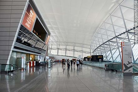 First floor of the airport - Photos of the International Airport of Carrasco - Km 20, Route 101, URUGUAY. Image #60158