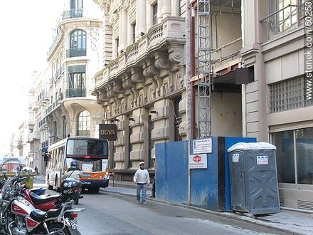 Where does the pedestrian walk? - Things to correct - URUGUAY. Image #60253