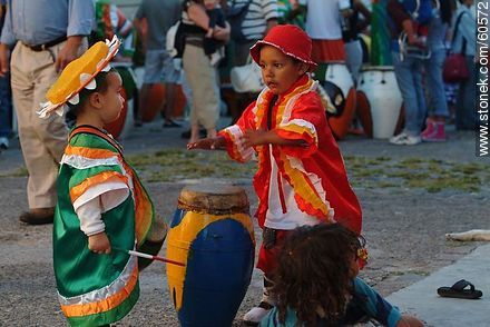 Children with their drums ready for the parade - Photos of the preparatives of Llamadas parade - Department and city of Montevideo - URUGUAY. Image #60572