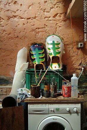 Paint for masks - Photos of the preparatives of Llamadas parade - Department and city of Montevideo - URUGUAY. Image #60562