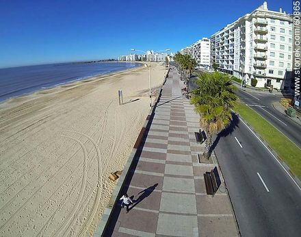 Pocitos beach and Rambla Rep. del Perú.  - Photos of Pocitos quarter - Department and city of Montevideo - URUGUAY. Image #60865