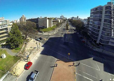 Aerial view of Bulevar Artigas facing north. Corner of Bulevar España - Photos of Pocitos quarter - Department and city of Montevideo - URUGUAY. Image #60872