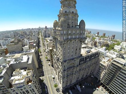 Aerial photo of Palacio Salvo and 18 de Julio Avenue - Photos of downtown - Department and city of Montevideo - URUGUAY. Image #61289